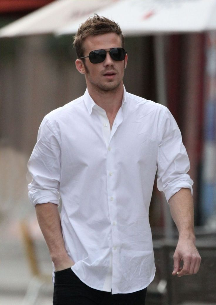 Men who wear white shirts is the most handsome men for Best shirts to wear untucked