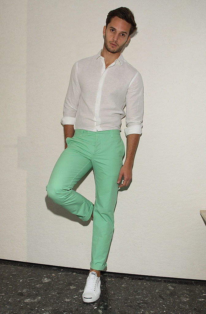 Color Coordinating with Mint Green Pants. When wearing lots of color in an outfit, as I did in this mint green pants outfit, make sure it looks cohesive. To achieve a cohesive look; first decide what item in your outfit is the focal point; the shirt, pants, shoes or accessories.